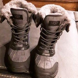 UGG Womans Adirondack boot